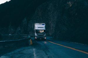 Trois avantages d'utiliser un traceur GPS pour la gestion de flotte