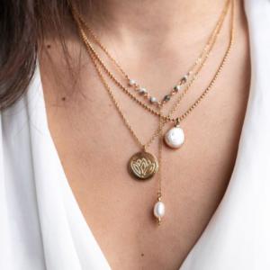 La superposition de bijoux (layering)